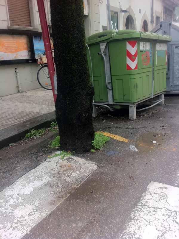 CITTÀ POVERA E IN DEGRADO ANCHE SE SI DÀ UN SACCO D'ARIE