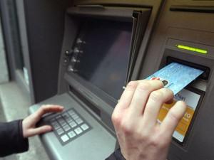 Tragedia al bancomat