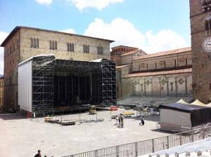 Ferite in piazza Duomo. 2
