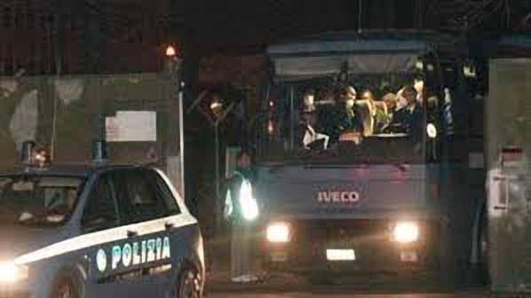 """IMMIGRATI. SAP E SAPAF DENUNCIANO: «SLIDE E DÉPLIANT INVECE CHE PROTEZIONE"""""""