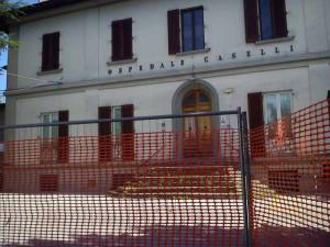 L'ospedale Caselli transennato
