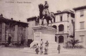 Piazza Garibaldi in una vecchia foto