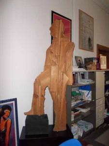 La statua di Ceroli in omaggio a Bolognini