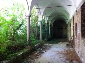 Il porticato abbandonato di San Lorenzo. 1
