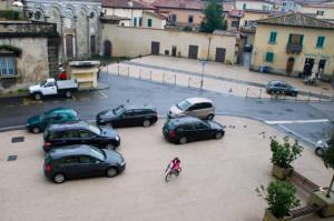 Auto in piazza San Bartolomeo. 2