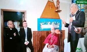 Maic. Bardelli pronuncia il discorso per il Vescovo Tardelli. In piedi, sulla porta, don Diego Pancaldo