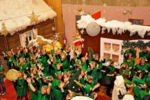Elfi festanti alla inaugurazione