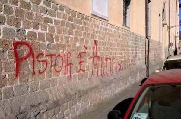 CHIAREZZA SULLE SCRITTE ANTIFASCISTE IN SAN LORENZO