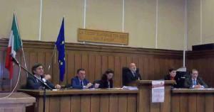 La tavola rotonda. L'avv. Alibrandi, il Procuratore Capo Canessa, Cristina Privitera, il Presidente del Tribunale dottor Amato,
