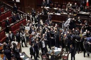 Tafferugli alla Camera, il tempio della democrazia