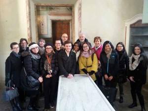 La delegazione degli studenti americani nell'antica sala anatomica