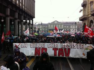 Corteo No Tav all'inizio di Via Cernaia, Torino
