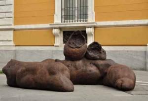 Cacca di Paul Mc Carthy a Carrara: e ai politici...?