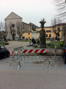 2. Colonna transennata in piazza Mazzini