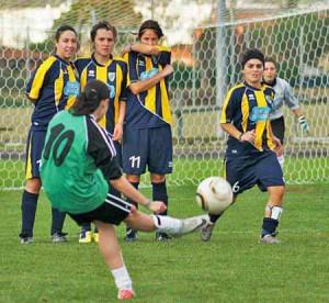 Cristina Mariani, calcio di punizione