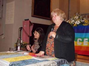 Flora Misitano e Aleida Guevara (in piedi) nella Chiesa di Santomato