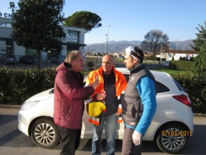 Da sx: il Presidente Nerozzi, Dami (Ambiente/Comune) e l'operaio incaricato della rimozione dei detriti