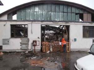 La fabbrica di Oste distrutta dalle fiamme