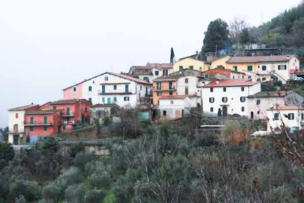 BETTI. INTERPELLANZA URGENTE: CASTEL DEI GAI COME NEL FAR WEST