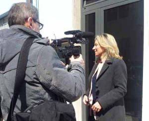 Simona Laing intervistata dalle Tv