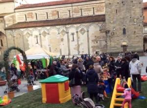 Tante famiglie in piazza per la Pasquetta