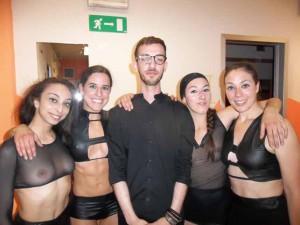 Francesco Mangiapane tra le quattro danzattrici di Amorìa