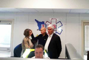 Il dott. Paolini (al centro) con Roberto Abati e Lucia Turco