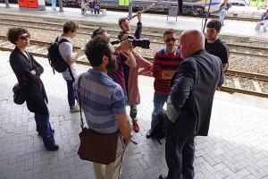 Foto Progetto T. Ass. Teatrale Pistoiese e Gli Omini - le interviste alla Stazione di Pistoia  (foto Gabriele Acerboni (2)