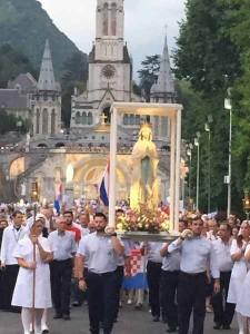 Processione a Lourdes