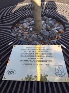 La targa in memoria di Luciano Bani e Giorgio Tesi