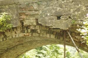 """Dettaglio della """"precarietà"""" del ponte di Orsigna"""