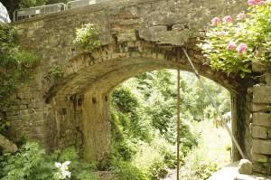 Ponte del Molino, Orsigna, puntellato ed in degrado