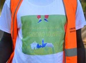 """La maglietta indossata dai """"volontari"""""""