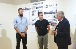 Gli architetti Alessio Gai e Michele Fiesoli con Ivano Paci