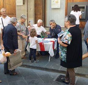 Ieri raccolta firme a Pistoia