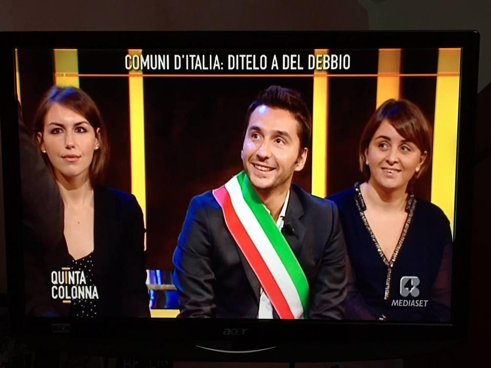 MANGONI IN TV A ELEMOSINARE 60 ALBERI E QUATTRO BANCHI DI SCUOLA