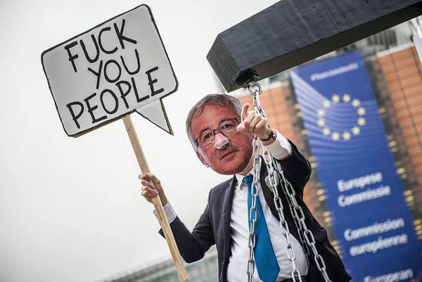 """TTIP: IN ITALIA """"CHI SE NE FREGA"""" E A BERLINO TUTTI IN PIAZZA"""