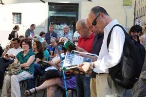 Turisti in piazza Giovanni XXIII