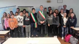 Il sindaco Borgioli con i rappresentanti dei ragazzi