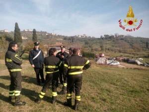 I vigili del fuoco impegnati nelle ricerche