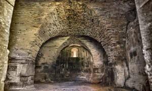 L'interno dell'abbazia di San Giusto al Pinone