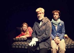 """I tre attori che interpretano """"Chi è di scena"""""""