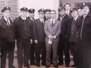 Nella foto: sindaco Vannino Merildi (al centro 1957- 1970) con alcuni dipendenti comunali. Da sinistra: Wladimiro Leporatti, Rino Nencini, Ilmo Lazzerini, Primiero Natali, Umberto Agostini, Guido Gori, Luigi Masi, Alfonso Spinetti, Renato Soldi (assessore) Armando Pellegrini.