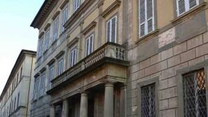 La facciata del Palazzo Vescovile
