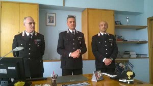Al centro il Capitano Enrico Vellucci