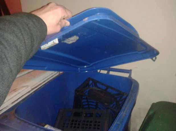 comparto sala. «PORTA A PORTA: MEGLIO I BIDONI DI PLASTICA»
