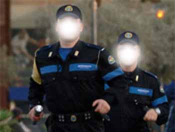 polizia. SFONDANO LA VETRATA DELLA BANCA MA FUGGONO A MANI VUOTE