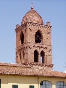 Il campanile della chiesa di San MIchele a Vignole