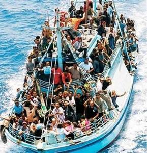 Un barcone di migranti.