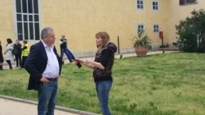 La giornalista Asya Emelyanova con Lorenzini